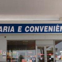 Fachada de lona em loja de Conveniência